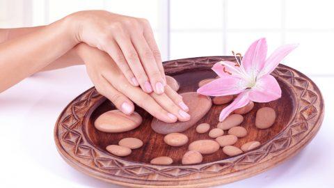 Привычки, из-за которых кожа рук стареет.